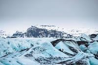 Le Solheimajökull, qui s'étend sur dix kilomètres de long et deux de large environ, est une partie du Myrdalsjökull, quatrième calotte glaciaire d'Islande.