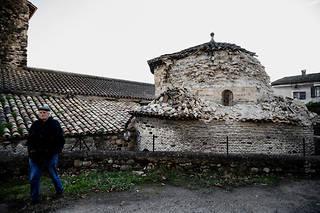 Un clocher s'est effondré à Le Teil dans le sud-est.