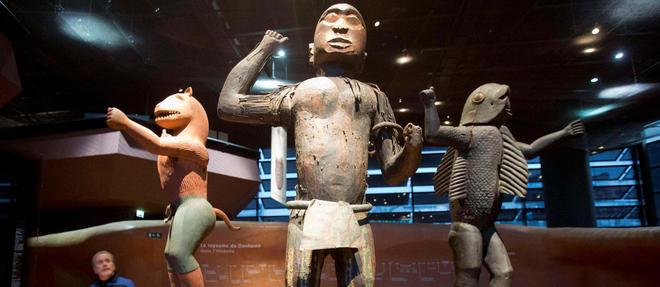 Des statues en bois du royaume du Dahomey au musee du quai Branly.