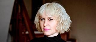 La journaliste Judith Duportail a lu et analysé le brevet de l'application de rencontres Tinder, dont l'algorithme n'aurait rien de neutre.  ©Chloe Desnoyers