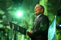 Fondateur de l'agence d'informations financières portant son nom, maire de New York de 2002 à 2013, Michael Bloomberg est l'une des dix plus grandes fortunes du monde, avec plus de 50 milliards de dollars, selon le magazine Forbes.