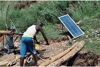 Les panneaux solaires peuplent de plus en plus le décor des campagnes du Sahel.
