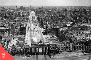 La fin de la guerre fut marquée, en Allemagne, par des vagues de suicides considérables. À Demmin, on compte 927suicides pour 15000habitants, entre mai et juillet1945. Huber cite 7057cas à Berlin en 1945, dont 3881pour le seul mois d'avril.
