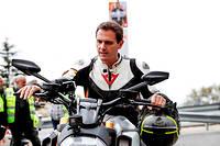 Albert Rivera lors d'un meeting électoral en compagnie de motards à Madrid le 15 avril 2019.