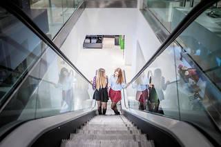 L'upskirting, signifiant «sous la jupe» en anglais, est devenue ces dernières années une pratique plus facilement répandue grâce à la miniaturisation des caméras et des appareils photo (image d'illustration).