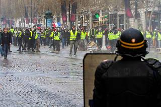 Face aux Gilets jaunes, la réponse judiciaire a été ferme, avec près de 11 000 gardes à vue depuis le début du mouvement.
