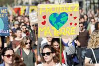 Manifestation pour la protection de l'environnement, contre le rechauffement climatique (illustration).