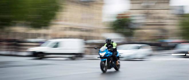 Il faut « créer 15 000 places supplémentaires, portant à 50 000 le nombre de places dédiées aux deux et trois-roues motorisés pour redonner de la place, de la fluidité et mieux protéger les piétons sur les trottoirs », plaidePierre-YvesBournazel.