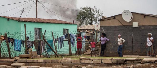 Des habitants du township de Katlehong, dans la province du Gauteng, le 5 septembre 2019.