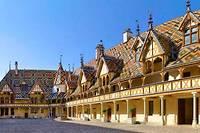 <p>Enchères. Le 17 novembre prochain se tiendra la 159e vente aux enchères des vins des Hospices de Beaune avec 589 lots en vin rouge et vin blanc.</p>