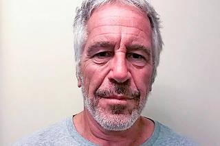 Jeffrey Epstein est mort en août dernier, mais de nombreuses zones d'ombre restent à éclaircir.