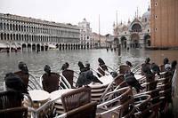 Jeudi matin, bon nombre de musées de la ville étaient encore fermés et  quelques zones de la cité des Doges avaient encore les pieds dans l'eau.