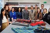 <p>Les acteurs de la mode et du luxe se mobilisent autour du développement durable pour en distiller les valeurs et les applications dès l'école, auprès des étudiants, stylistes de demain.</p>