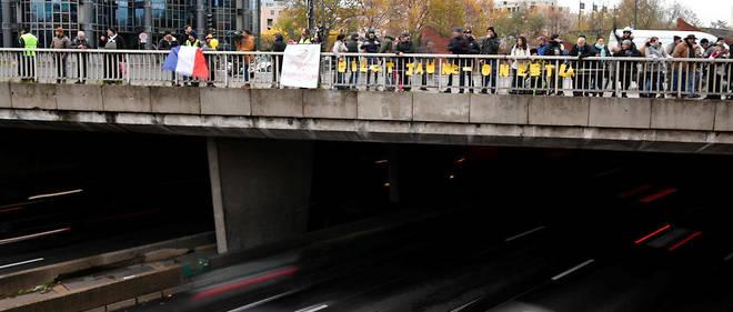 Des Gilets jaunes ont tenté de bloquer un court instant le périphérique parisien àla porte de Champerret.