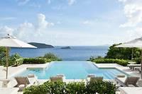 <p>Construite en 1971 par l'architecte star de l'époque, Oliver Messel, la villa Les Jolies-Eaux offre une vue à 360 degrés sur la mer des Caraïbes.</p>