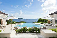 Construite en 1971 par l'architecte star de l'époque, Oliver Messel, la villa Les Jolies-Eaux offre une vue à 360 degrés sur la mer des Caraïbes.