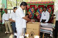 Les bureaux de vote ont ouvert à 7 heures locales dans le pays d'Asie du Sud et fermeront à 17 heures (1 h 30 – 11 h 30 GMT). Près de 16 millions d'électeurs sont appelés aux urnes.