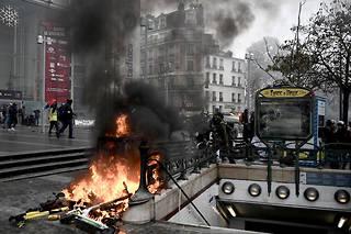 En raison de ces violences, la préfecture de police de Paris a demandé samedi «l'annulation» d'une manifestation de Gilets jaunes prévue au départ de la place d'Italie