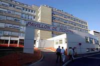 Les patients ne consultant pas pour une urgence vitale ont été invités à se rendre dans d'autres établissements de soins.