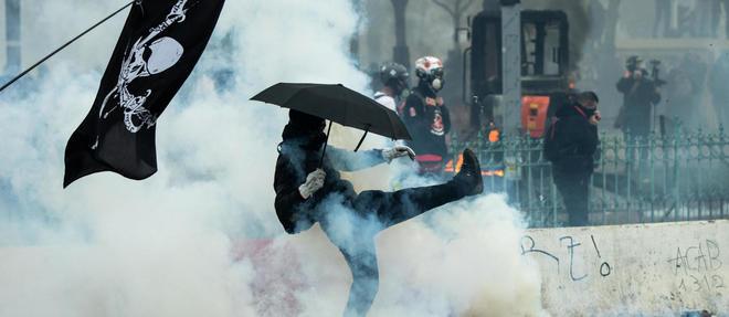 Christophe Castaner a annoncé dimanche qu'il y avait eu 254 interpellations samedi 16 novembre, dont 173 à Paris.