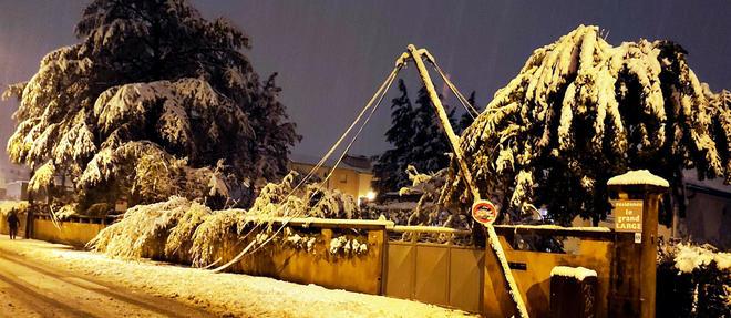 Un couple de septuagénaires en Isère, privé d'électricité à cause des chutes de neige, a été retrouvé mort dimanche matin à son domicile, intoxiqué au monoxyde de carbone émanant d'un groupe électrogène (photo d'illustration).