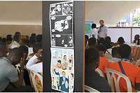Une vue de dessins présentés au festival Cocobulles d'Abidjan consacré cette année à l'immigration clandestine.