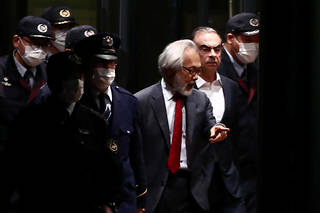 «Nous demandons à l'État français de mettre tout en œuvre afin que Carlos Ghosn soit rapatrié en France pour y être jugé dans le cadre d'un procès équitable», écrivent ces parlementaires dans une tribune publiée dans «Le Journal du dimanche», ce 17novembre.
