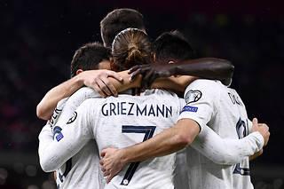 Qualifiée pour l'Euro 2020,l'équipe de France a conforté sa première place du groupe H en s'imposant en Albanie (0-2) dimanche.