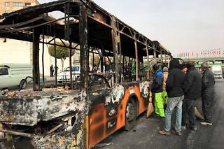 Selon l'agence officielle Irna, un officier de police est mort de ses blessures dans la nuit de samedi à dimanche lors de heurts avec des « émeutiers » armés.