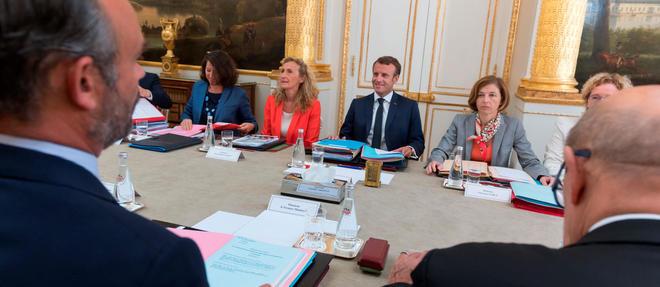Edouard Philippe, Agnes Buzyn, Nicole Belloubet, Florence Parly et Emmanuel Macron autour de la table du conseil des ministres.