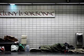 Un tiers des sans-abri du métro parisien auraient des revenus. (Illustration.)