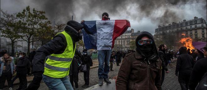 A l'occasion du premier anniversaire des Gilets jaunes, deux policiers avaient ete pourchasses dans le 11e arrondissement de la capitale. Photo d'illustration.