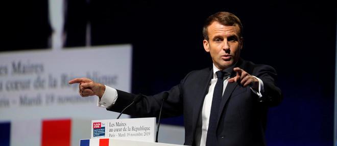 Emmanuel Macron devant les maires de France.