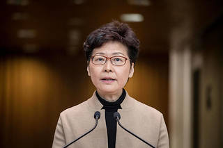 Carrie Lam met la pression sur les manifestants
