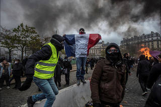 À l'occasion du premier anniversaire des Gilets jaunes, deux policiers avaient été pourchassés dans le 11e arrondissement de la capitale. Photo d'illustration.