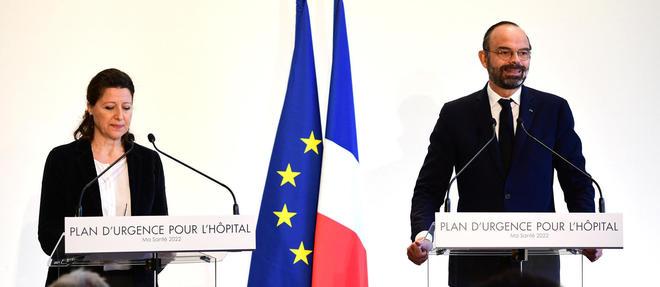 Edouard Philippe, qui se trouvait au cote de la ministre de la Sante Agnes Buzyn, a annonce que l'Etat reprendrait 10 milliards d'euros de la dette des hopitaux sur trois ans.