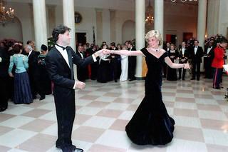 La princesse Diana et John Travolta dansant à la Maison-Blanche en 1985.