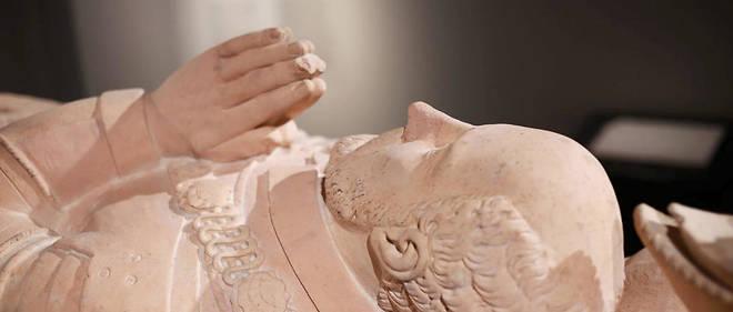L'ouverture du cercueil en bois de Montaigne a permis d'en découvrir un autre, en plomb (illustration).