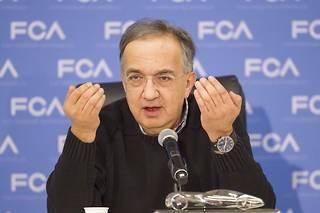 La corruption supposée aurait été orchestrée par Sergio Marchionne, l'ancien PDG de FCA, décédé en 2018, et mise en œuvre par son homme de main, Alphons Iacobelli. En prison, il a admis avoir détourné environ 1,2 million de dollars destinés à la formation des membres de l'UAW.