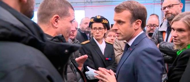 Peu après son arrivée dans l'usine, Macron a eu un échange musclé avec les ex-Whirlpool.
