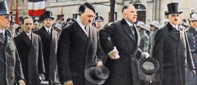 Adolf Hitler (avec son haut-de-forme à la main) et levice-chancelier von Papen à Berlin, en 1933