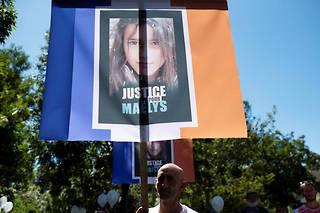 « Scandalisée » par ce larcin,Jennifer Maeco de Araujo demande au voleur de ramener la statue sur la tombe de Maëlys.