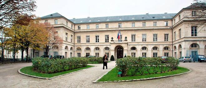 Vue de la façade du ministère de l'enseignement supérieur et de la recherche.