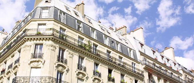 Photo prise en 2002 à Paris d'immeubles de style haussmannien.