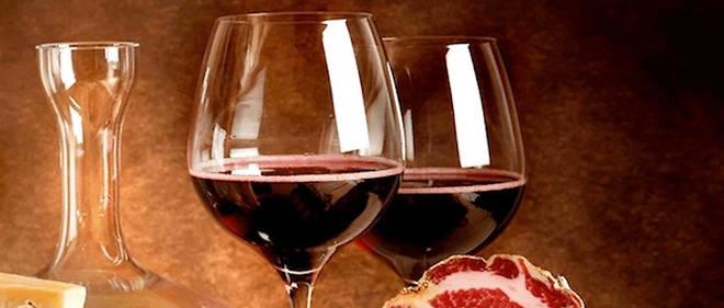 Charcuterie et vins corses.