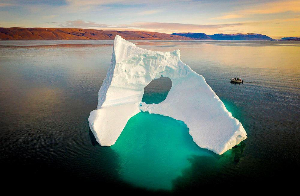 Vestige. Iceberg à la dérive dans la mer de Qaanaaq, au nord du Groenland. La fonte de la calotte glaciaire et des glaciers y a transformé la vie des habitants.