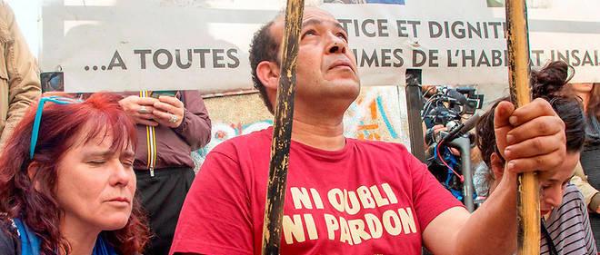 Recueillement à Marseille, le 5novembre, lors dupremier anniversaire de lacatastrophe de la rue d'Aubagne.