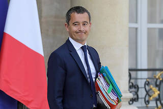 « On a du mal à comprendre pourquoi l'État verse chaque année 8 milliards d'euros – sur nos impôts ! – pour les équilibrer », assèneGérald Darmanin dans le « JDD ».