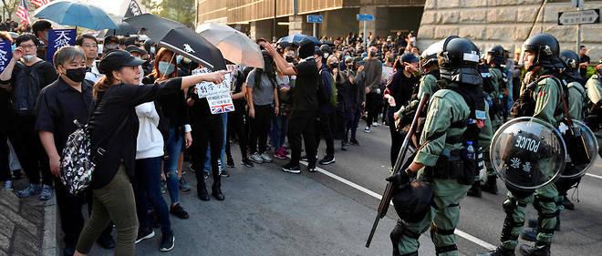 Le mouvement prodémocratie a débuté en juin à la suite du rejet d'un projet de loi visant à autoriser les extraditions vers la Chine continentale.