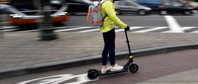 Certains modèles de trottinette électriqueproposent des autonomies réelles de quelque 30 km pour une vitesse réglementairement limitée à 25 km/h.